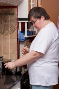 Woman cooking is evaluated using the most used ADL assessment